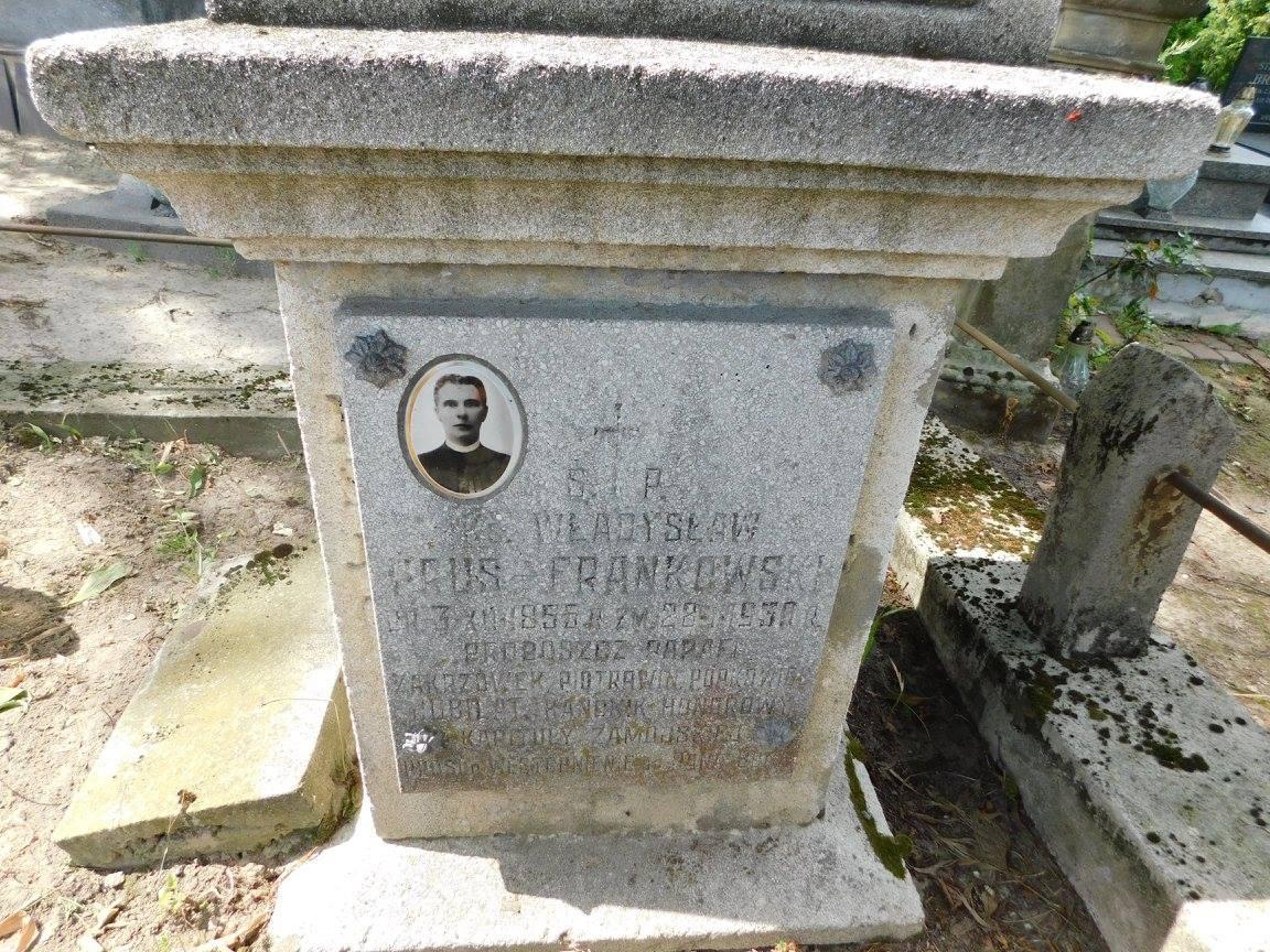 Odnowienie pomników nagrobnych znajdujących się na cmentarzu w Zakrzówku.